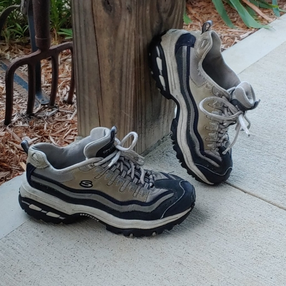 Skechers Shoes   Womens Size 8 And 12